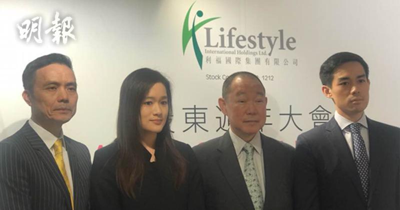 集團公司秘書潘福全、執行董事劉今蟾、主席劉鑾鴻及執行董事劉今晨。(左起)