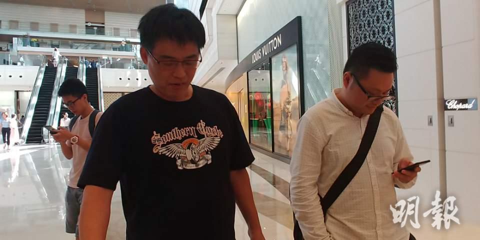 江先生表示,資助部份首期讓兒子上車。(林尚民攝)