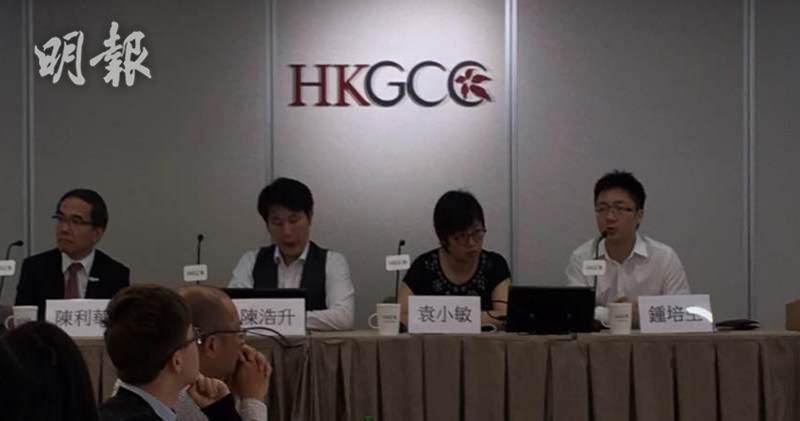 香港電子競技有限公司(HKES )創辦人兼行政總裁鍾培生(右一)。(劉旭霞攝)