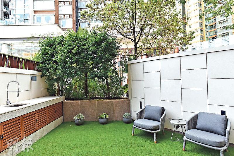 洋房連前後花園,總面積約991方呎。