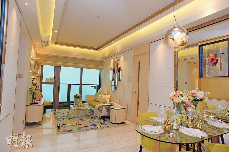 發展商開放一個3房1套示範單位,實用面積816方呎,將連裝修家俬一併出售。(攝影 黃志東、蘇智鑫)