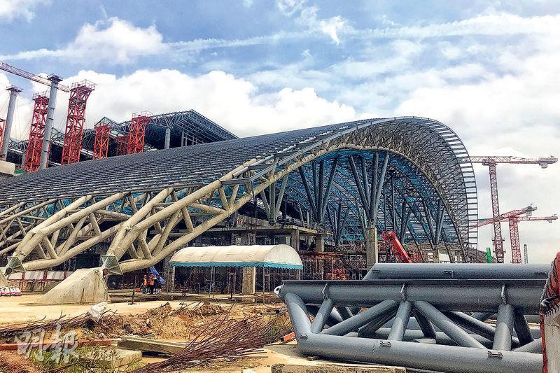 泰國Bang Sue(邦似)火車站現正興建,建成後將成為曼谷集普鐵、高鐵、市郊鐵路、地鐵於一體的綜合交通樞紐,將成為東南亞最大鐵路站,估計屆時可帶動附近地區的樓價。(新華社)