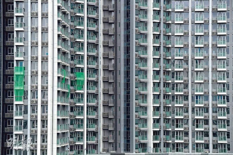 據本報統計及代理資料,目前政府公布的9000伙「一手貨尾」中,約有3000伙為收租物業,而南昌站匯璽II現時仍有約670個單位未出售,是最多貨尾單位的現樓樓盤。(鄧宗弘攝)