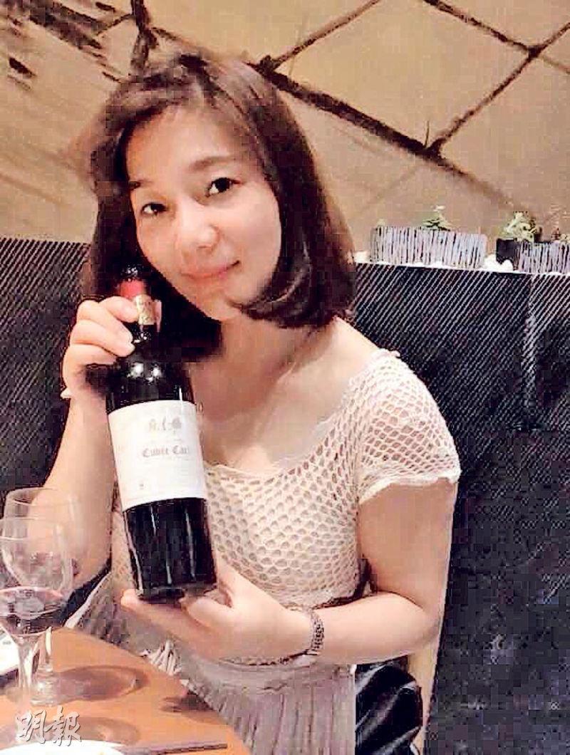 做紅酒生意自稱「咖啡壺」的胡小姐,帶來了這瓶既不是波爾多左岸又不是右岸的紅酒,見證了大區波爾多紅酒在國內開始受到注視。