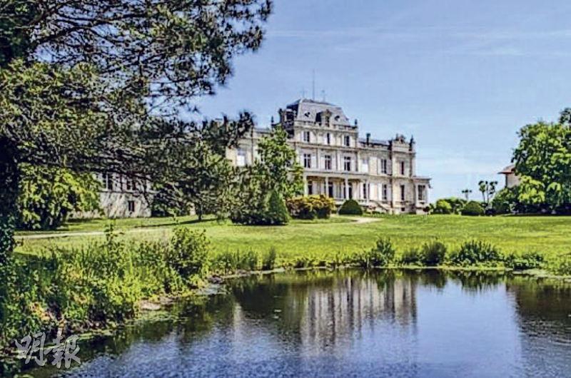 Château Giscours十九世紀建築的古堡和它300公頃的大莊園,氣魄非凡。葡萄園只佔了80公頃,60%種植的是赤霞珠。