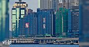 海璇早前以限量招標形式推售的海景大單位,最高成交實呎達6.58萬元,項目昨公布首張價單,71個開放式至兩房中小型單位戶戶過千萬元,勢創全港開放式單位新高。(劉焌陶攝)