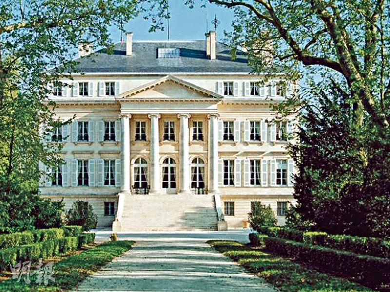 波爾多瑪歌酒莊200多公頃的莊園葡萄園只佔了三分之一,其十九世紀初的古典建築是左岸古堡的典範。