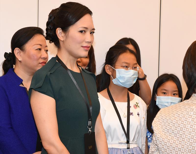 雷軍的家人帶口罩出席活動(劉焌陶攝)
