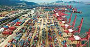 中國海關總署昨日公布6月份外貿數據顯示,對美貿易順差有增無減,擴大至289.7億美元的自1999年有紀錄以來最高。圖為中國連雲港。(法新社)