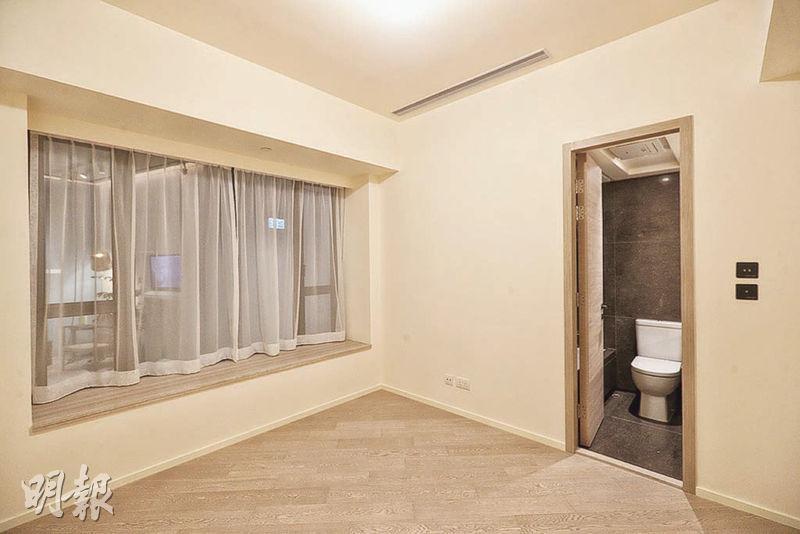 主人睡房有足夠空間,供住戶隨心調配家俬,亦為單位引入充足光線。(攝影 曾憲宗)