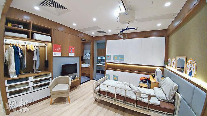 長者家居改裝成完全無障礙空間,例如開闊門口及走廊等;另外將睡牀加裝安全設施,減低意外發生的風險。