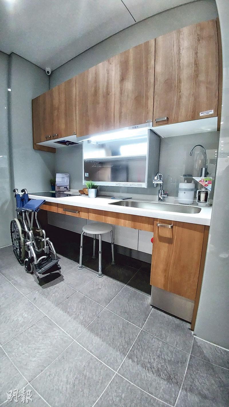 長者家居的廚房改成無火煮食設計,電磁爐等家電最好可調校時間掣。