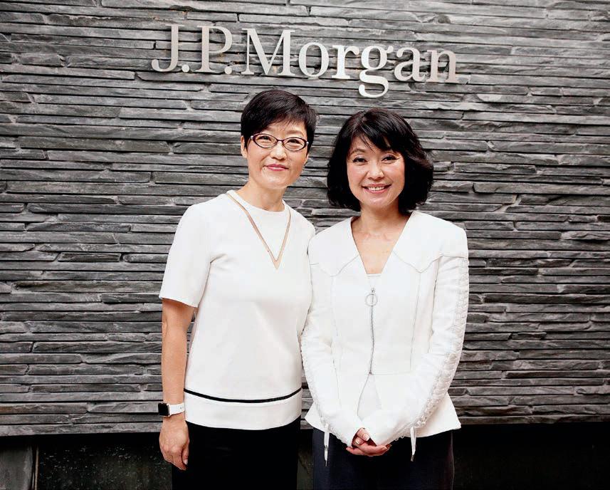 (右起)關金星、徐玫都表示,銀行會透過多個途徑嚴格挑選全面及各具專長的人才,並接受專業培訓,以確保理財顧問的專業服務質素。