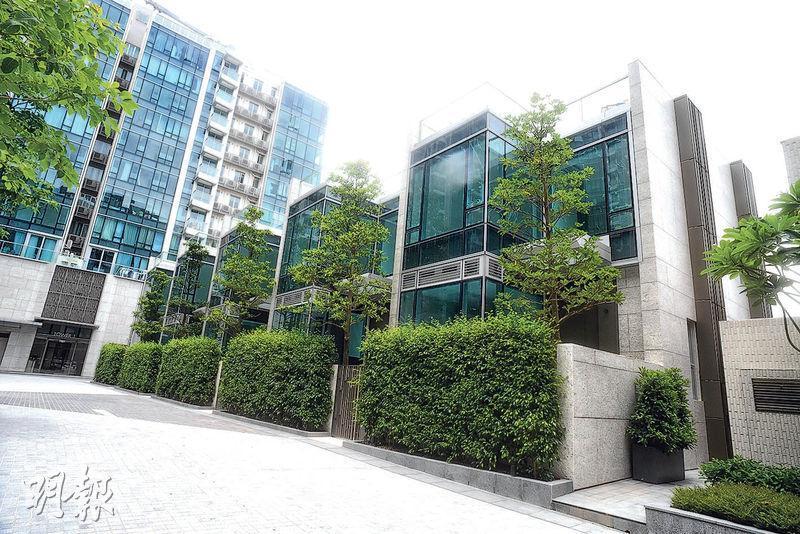 會德豐將於本月內招標形式推售洋房THE SAVANNAH,意向呎價3萬元,以最細洋房1985方呎計,入場費料約6000萬元。(劉焌陶攝)