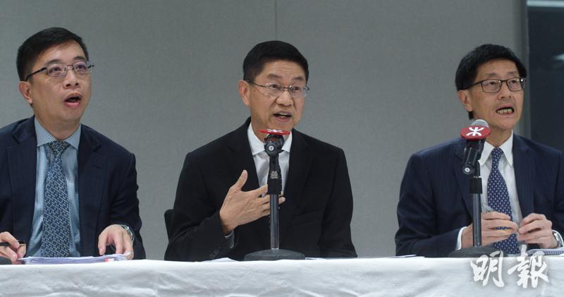 今年6月港鐵舉行記者會交代事件,左起為黃智聰、黃唯銘、梁國權。(資料圖片)