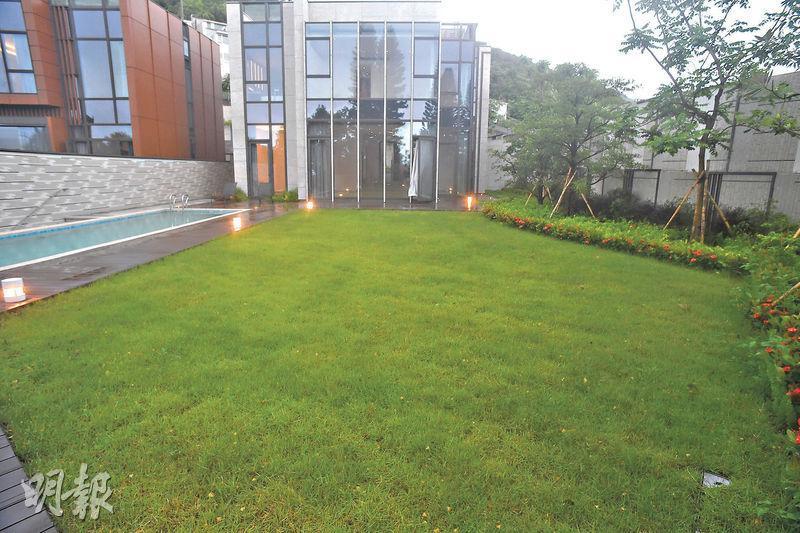 項目的3幢獨立屋中,以獨立屋A面積最大,實用面積2981方呎,獨立屋下層更設有6547方呎的特大花園。(攝影 劉焌陶)