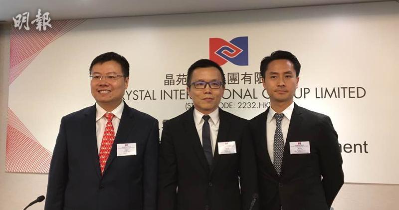 首席財政官李景輝(左)、行政總裁羅正亮(中)、投資者關係及集團發展總經理姚宏峻(右)(蕭嘉聰攝)