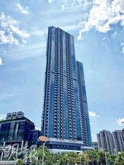 柏傲灣繼上周有3房單位創分層物業新高呎價後,最新以逾1201萬元售出一伙421方呎1房戶,料創新界1房最貴售價。