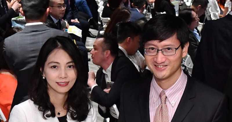 恒地營業(二)部總經理韓家輝(右),旁為副總經理李菲茹。