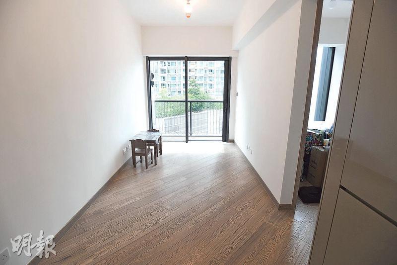 黃先生經「新世代首置計劃」購入新世界旗下屯門THE PARKVILLE一伙低層兩房戶,實用面積422方呎。(賴俊傑攝)