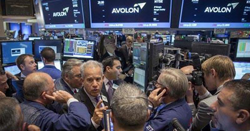 美國股市三大指數周五反覆靠穩。