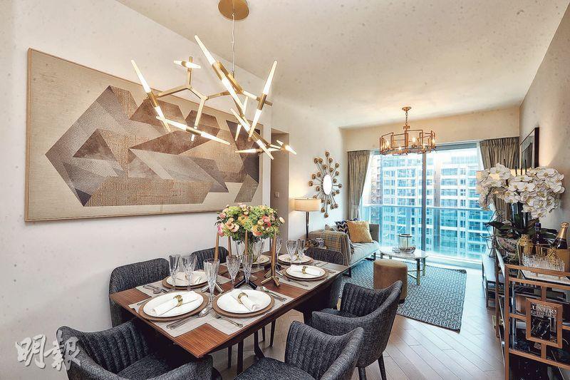 三房大廳以啞金色作主調,配上幾何形金屬裝飾,外連31方呎露台,享內園景。(攝影 劉焌陶、曾憲宗)