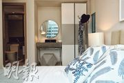 主人睡房提供衣櫃及梳妝空間,並設有對流窗。(攝影 劉焌陶、曾憲宗)