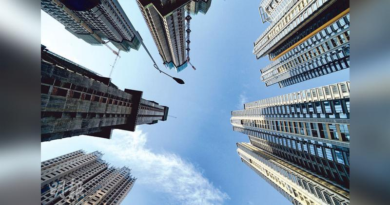 里昂︰銀行近周顯著下調物業估值