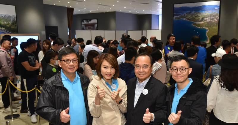 南豐發展董事及地產總經理麥一擎(右二)。