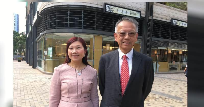 華懋集團銷售及市場部高級經理陳慕蘭(左)及華懋銷售部總監吳崇武。