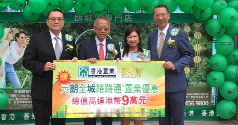 華懋吳崇武(左2)。