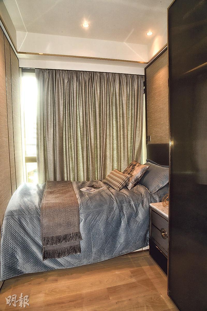 其中一間小睡房設有單人牀及衣櫃。(攝影 劉焌陶)