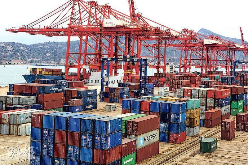 貿易戰陰霾下,中國10月份進出口數據均好過預期,兩者均有20%升幅,分析指可能是憂慮關稅繼續上調,出口商提前完成訂單。(資料圖片)