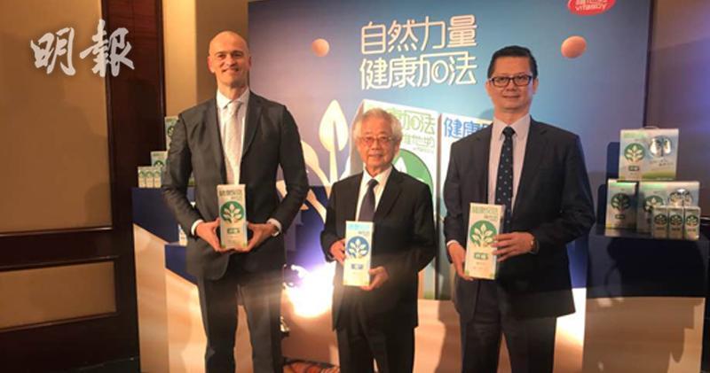 圖為集團行政總裁陸博濤(左)、執行主席羅友禮(中)及首席財務總監劉健成(右)。