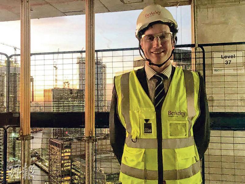 Berkeley Homes銷售及市場董事Louis Aldred表示,South Quay Plaza將在兩年後陸續完工,項目售價由82萬至212.5萬英鎊。