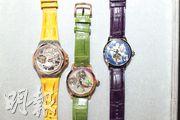 右面和左面的都是單陀飛輪手表,售價分別是5.8萬元及18萬元。中間是雙陀飛輪手表,因為要在景泰藍表盤上鑽開兩個洞展示雙陀飛輪,又在表圈鑲嵌多枚鑽石,售價達250萬元。(曾憲宗攝)