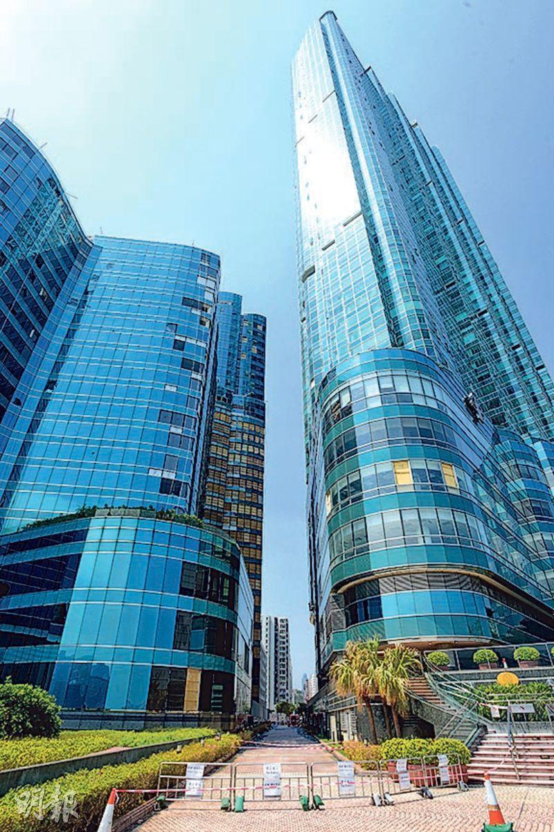 紅磡海名軒錄劈價成交,該單位為3座高層A室,早前以4,800萬元放售,但未能成功,新近減價300萬或6.25%至4,500萬元,終獲區內換樓客承接。