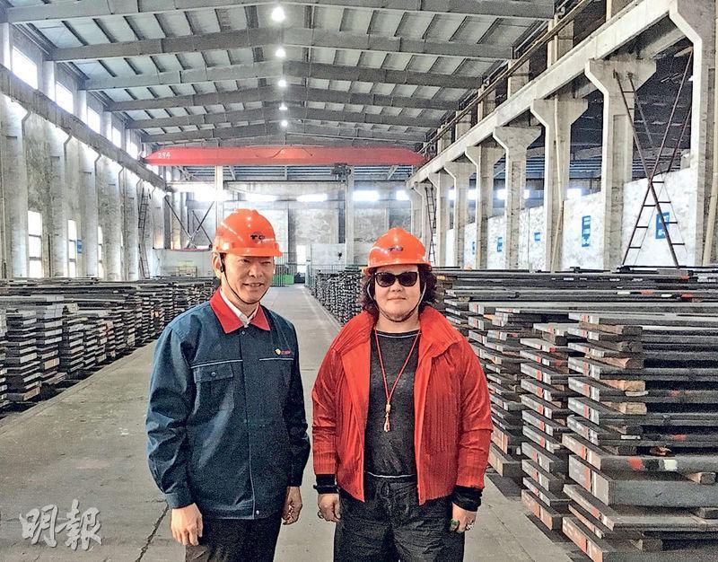 西澤投資主席劉央(右)旗下西澤資本增持天工國際至5.43%。旁為天工國際董事長朱小坤。(李哲毅攝)