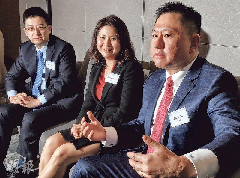 安永財富及資產管理服務主管合伙人林小芳(中)認為,基金互認制度限制多,在股票通制度下推出ETF通更為簡單直接。(劉焌陶攝)