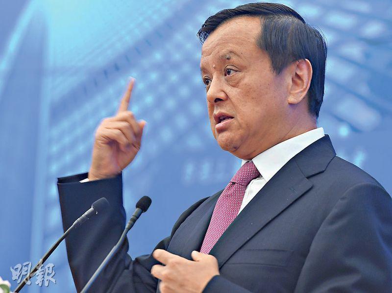 港交所行政總裁李小加昨日出席活動後,未有回應港交所是否對「業務極少」公司發警告信。(劉焌陶攝)