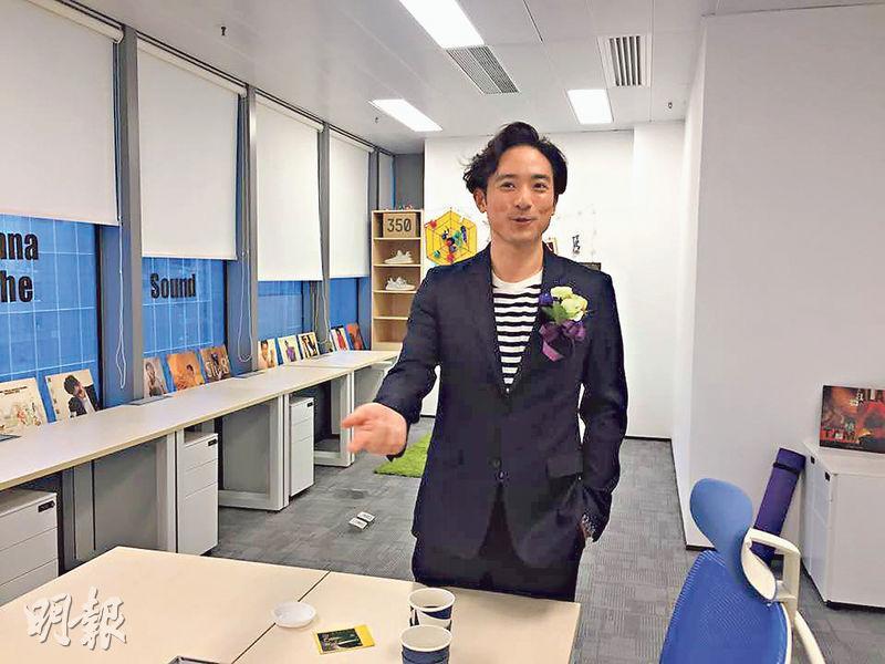 唱作歌手林德信表示,觀塘交通方便,為本港第二個商業核心區,故租用約480方呎工作室。(甘潔瑩攝)