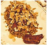 永利宮「燒鵝飯」用荔枝柴燒經特別飼養的馬岡鵝,鋪在黑松露加鵝油炒飯上,再刨上大量意大利白松露,如落雪般鋪滿碟。