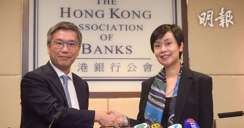 左起:金管局副總裁阮國恒、銀行公會主席施穎茵(楊柏賢攝)