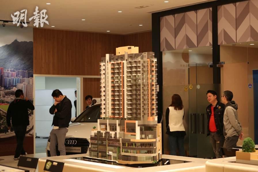 「128呎龍床盤」屯門菁雋首度開售。(曾憲宗攝)