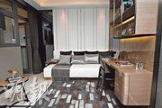 發展商把大廳旁的一個房間拆除,改成偏廳。(攝影 賴俊傑)