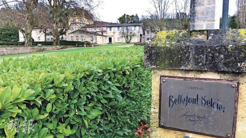 Château Bellefont Belcier有當地罕見的高雅古堡建築和優質葡萄園土壤,酒莊的紅酒價格卻一直遠遜於左右兩鄰有名氣的酒莊。下次列級酒莊評比會否晉級,拭目以待。