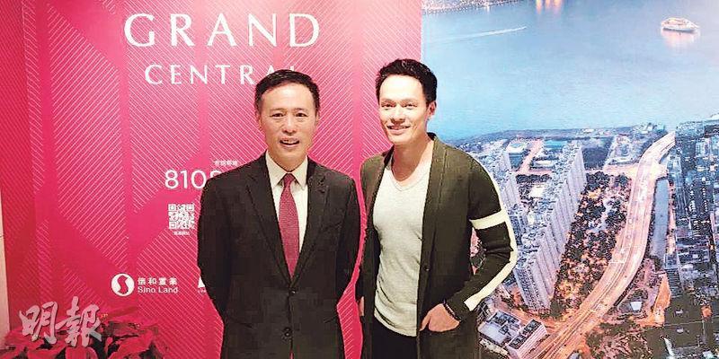 信置田兆源(左)表示,明日發售的凱滙次輪383個單位,定價計市值超過60億元。旁為昨日到場入票的藝人蘇頌輝。(林尚民攝)