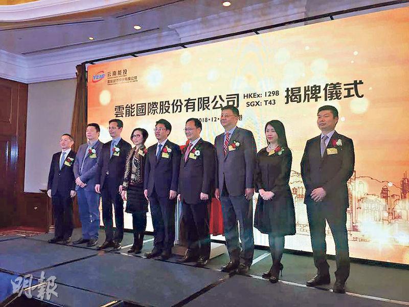中國金洋主席姚建輝(右一)昨表示,收購天美控股不構成借殼,因不是直接公開招股上市。(劉旭霞攝)
