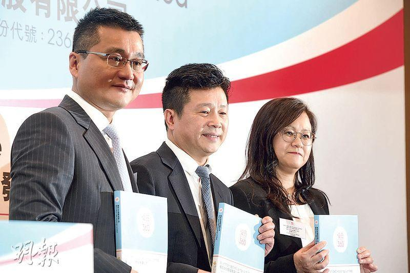 香港第二大連鎖零食商優品360今日起招股,集團主席林子峰(中)強調,未有計劃收購同業。(劉焌陶攝)