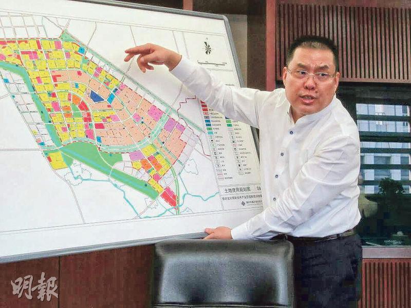 中國宏泰主席王建軍(圖)認為,隨着內地經濟發展及變化,已不能單純發展地產滿足市場需要,而是要引進產業,幫助經濟發展,才能夠產生更大的價值。(陳偉燊攝)